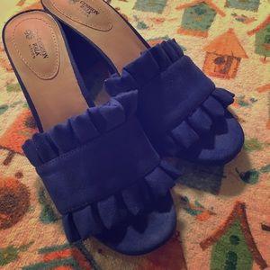 AVON blue crepe chunk heels